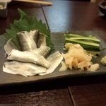はな穂 - コハダの刺身です。うちのダーリンと友人は必ず注文します。
