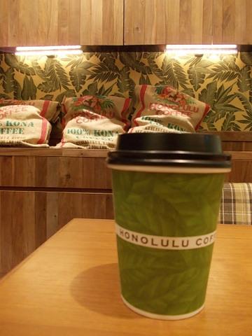 ホノルルコーヒー ダイバーシティ東京プラザ店 - 店内はハワイの空気が流れてます。奥の席がおすすめ~