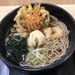 名代 箱根そば - 「桜海老のミニかき揚げ天」と「天草産芝海老天」そば ¥530