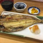 馬子とやすべ - ホッケ焼き定食(1045円)
