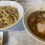 麺屋 歩夢 - 料理写真:小つけ麺(900円)+魚粉(100円)、ニンニクコール