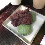 春日荷茶屋 - 料理写真:よもぎ団子