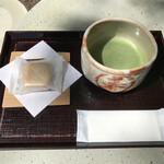 春日荷茶屋 - 柿もなかと抹茶