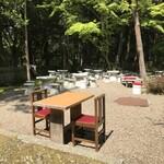 春日荷茶屋 - 自然に囲まれた、テラス席