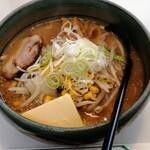 パンケ - 料理写真:バタ味噌ラーメン 970円