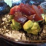 Munni - マグロとアボガドのハーモニー丼♪カフェなのですが、お刺身も美味しいのです(^_^)