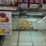 赤丸ベーカリー - 150円とは思えない、クオリティの高い絶品プリンです。