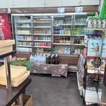 赤丸ベーカリー - 飲み物のバリエーションが多く、このお店だけで揃えられる便利さも良い。