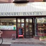 赤丸ベーカリー - 雑司が谷・弦巻通り商店街の角地にあります。