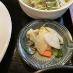 ボンドール - アメリカンハンバーグ(税込 980円)評価=○:漬物が意外にも美味しい!
