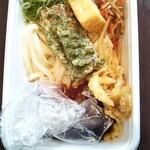 丸亀製麺 - 2種の天ぷらと定番おかずのうどん弁当(390円)