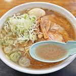 大勝軒 - 煮干しの効いた優しい味のスープ