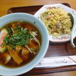 柳屋食堂 - 料理写真:並チャーハン+特製半ワンタン