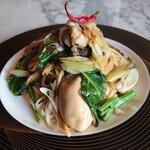RORO - 料理写真:気まぐれ生パスタ/牡蠣と焼ネギのアンチョビ醬油のペペロンーノ