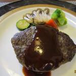 バーデンバーデン - 料理写真:ハンバーグ