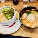 麺屋時茂 - 料理写真:左 塩、右 醤油