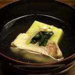 150910411 - お椀:甘鯛とうすい豆の葛豆腐、片栗の茎と柚子の花