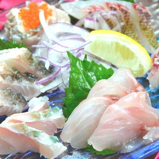 【著名人が愛した店】沖縄産厳選食材〈美ら魚の刺身盛りあわせ〉
