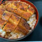 うなぎ屋 源内 - 特上鰻丼は、一尾半入ってます。ご飯もデカ盛り〜(o^^o)