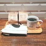 150925097 - コーヒー豆買いに行って本日コーヒー、本日コーヒーのお豆は久しぶりのインドネシアのもの。イタリアのお豆のコーヒーやっぱりおいしい♡ 本日コーヒーのホットが1種類になって、アイスドリンクのシーズン到来ね~