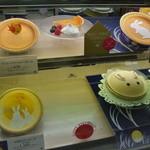 モロゾフ - 左下のケーキがレアチーズバージョン