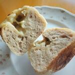 カンパーニュ - 真ん中にチーズ