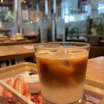 フォレスティコーヒー - ドリンク写真:アイスカフェ・オ・レ