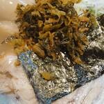 関西 風来軒 - とんこつラーメン+味タマ♪(ピリ辛高菜·紅生姜·ニンニクショウユ投入後)
