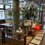 陶路子 - 陶器店の一角