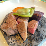 150955101 - 富士溶岩石焼  黒毛和牛フィレ肉ステーキ 蚕豆 焼野菜