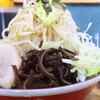 デカ盛り戦隊 豚レンジャー - 料理写真:まぜそば(大)+野菜ちょいマシニンニクマシマシチョイ辛別皿