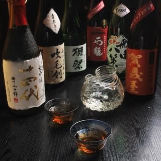 料理に合わせ厳選したお酒は、地酒や定番銘柄はもちろん希少銘柄も豊富に取り揃えております。
