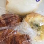 フルール・ドゥ・ペーシュ - 料理写真:食パン、クロワッサン、グラタンパン