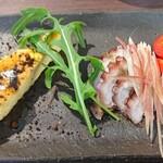 A e B - 料理写真:前菜はイタリアンオムレツと蛸のマリネ。