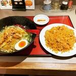 中国家庭料理 餃子坊 - 料理写真:鶏肉ネギラーメン+ニンニク炒飯 ¥780-