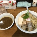 つけ麺 弐☆゛屋 - チャーシューと鶏肉のササミが乗っていて贅沢