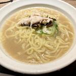 水炊き・焼鳥・鶏餃子 とりいちず - 鶏白湯ラーメン590円