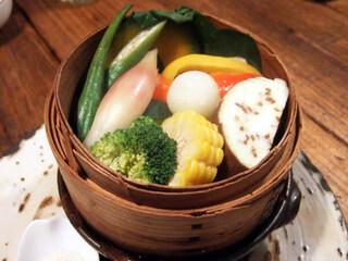 博多炉端 魚男 - 蒸し野菜(880円)