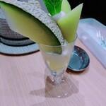 イタガキ フルーツ カフェ - メロンパフェを別角度で。