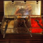 グリルエフ - ハヤシライスの薬味(らっきょう、福神漬、紅生姜)