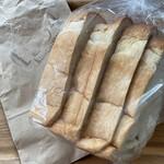 1954 クスクス - 食パン 206円 4枚でお願いしたら・・・3.5枚だった