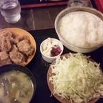 ハイカラ - から揚げ定食580円+から揚げ2個(+50円)