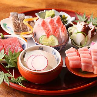 【お造り盛り合わせ】旬の鮮魚をもっとも美味しい調理法で!
