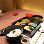 北新地 湯木 - 松花堂弁当 ご飯と赤出汁付き