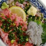 とろろ・海鮮料理 さんすい - 料理写真: