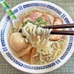 ラーメン幸雅 - 中細縮れ麺