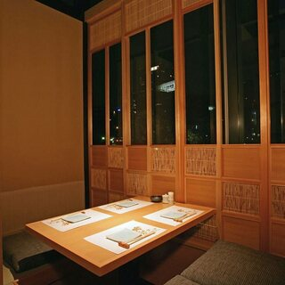 白木造りの明るいお部屋