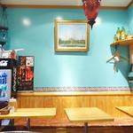 ケバブ家 KEBAB ye - ターコイズブルーの壁。