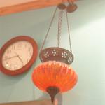 ケバブ家 KEBAB ye - 天井にランプがあったり。