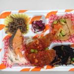 屋台DELi - <日替わりランチS>チキンカツミートソース+銀鮭エスカベッシュソース+豚のオイスター炒め